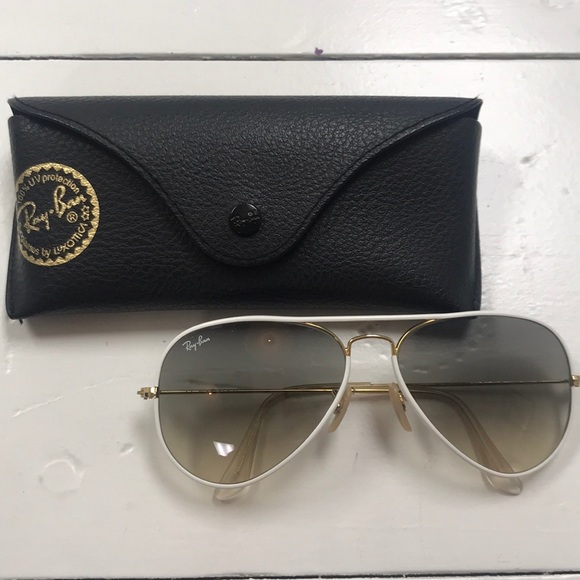 9d5e583fc36 Ray-Ban Aviator full color with white frame. M 5aa87f2e31a37655061065be